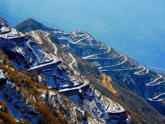 Chùm ảnh: 10 cung đường đẹp nức tiếng thế giới mà dân phượt đã đi là không muốn trở về - Ảnh 5.