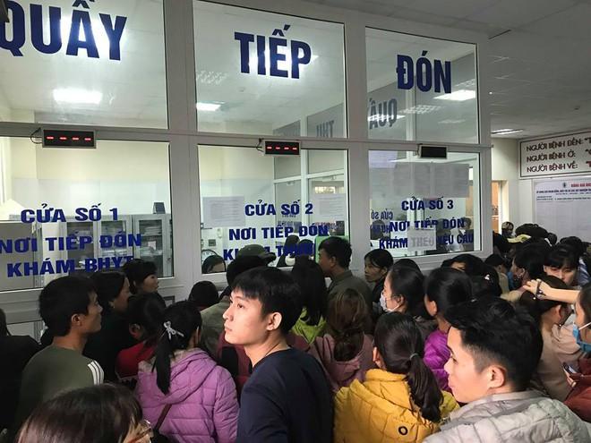 Gần 100 trẻ nhiễm sán lợn ở Bắc Ninh: Thêm hàng trăm trẻ tới Hà Nội xếp hàng để xét nghiệm - Ảnh 2.