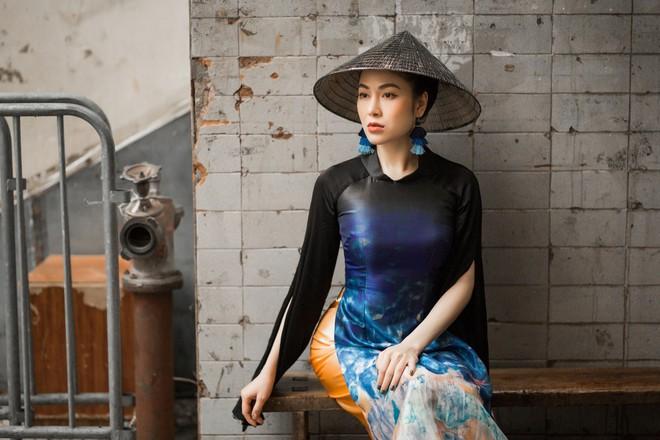 Hoa hậu Tuyết Nga thu hút sự chú ý khi diện áo dài xuống phố - Ảnh 5.