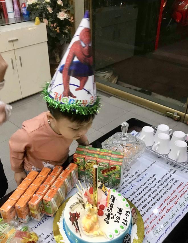 Khoe bánh sinh nhật của em trai 5 tuổi, cô gái nhận ngay kết luận 'cậu ta là... con giáp thứ 13' - ảnh 7