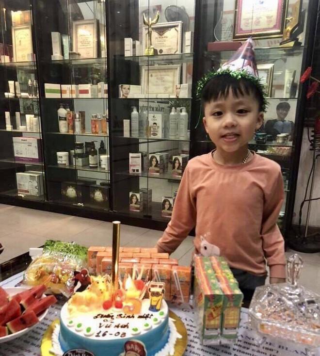 Khoe bánh sinh nhật của em trai 5 tuổi, cô gái nhận ngay kết luận 'cậu ta là... con giáp thứ 13' - ảnh 8