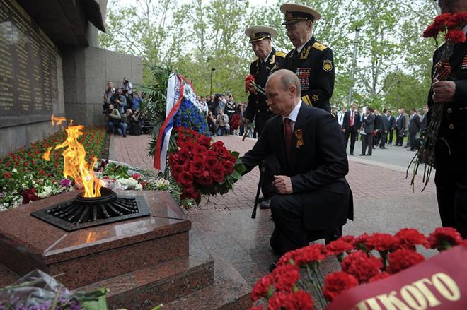 Tổng thống Putin tới thăm Crưm, kỷ niệm 5 năm bán đảo sáp nhập vào Nga - Ảnh 1.
