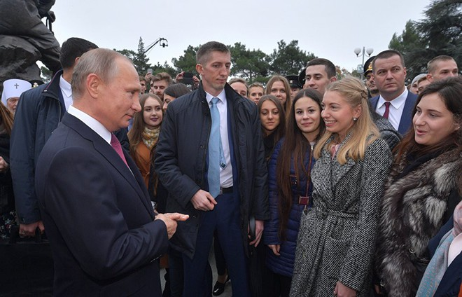 Tổng thống Putin tới thăm Crưm, kỷ niệm 5 năm bán đảo sáp nhập vào Nga - Ảnh 2.