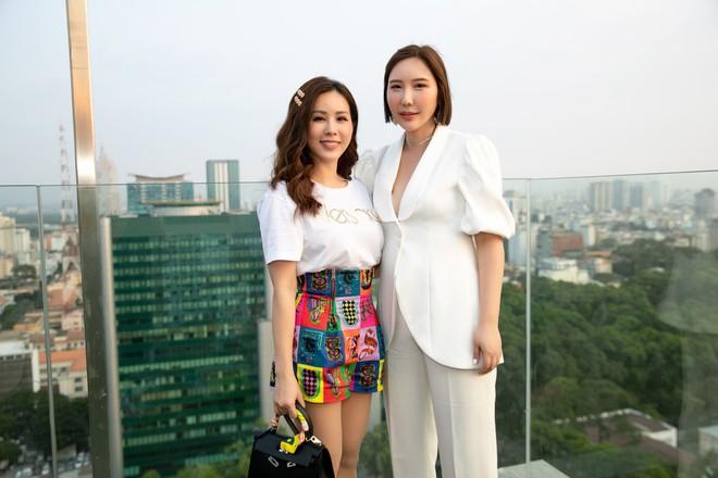 Hoa hậu Thu Hoài mặc toàn đồ hiệu, tự tin tạo dáng cùng nghệ sĩ Hàn - Ảnh 5.