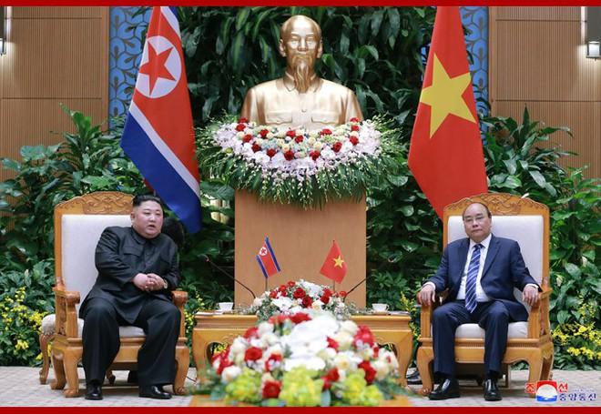 Tiệc chiêu đãi Chủ tịch Kim Jong-un tại Hà Nội qua ống kính phóng viên Triều Tiên - Ảnh 2.