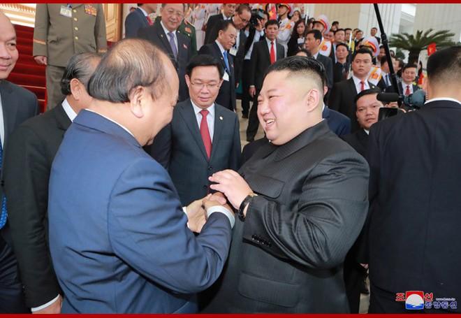 Tiệc chiêu đãi Chủ tịch Kim Jong-un tại Hà Nội qua ống kính phóng viên Triều Tiên - Ảnh 4.