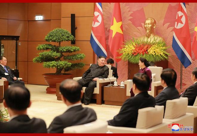 Tiệc chiêu đãi Chủ tịch Kim Jong-un tại Hà Nội qua ống kính phóng viên Triều Tiên - Ảnh 6.