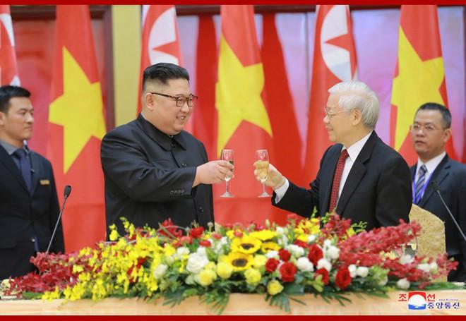 Tiệc chiêu đãi Chủ tịch Kim Jong-un tại Hà Nội qua ống kính phóng viên Triều Tiên - Ảnh 10.