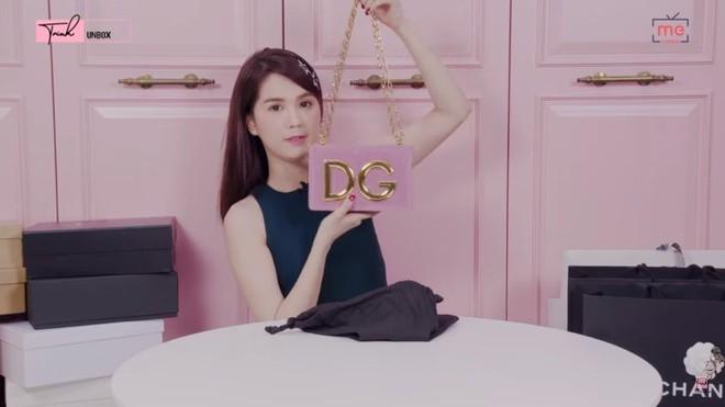 Ngọc Trinh khoe 36 món đồ hiệu trị giá gần 1 tỷ đồng gây tranh cãi - Ảnh 1.