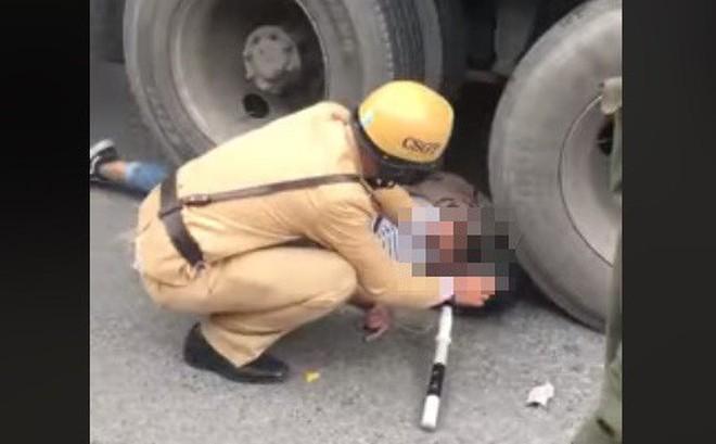 Cô gái bị bánh xe container chèn lên người - hiện trường vụ tai nạn ám ảnh nhất chiều nay