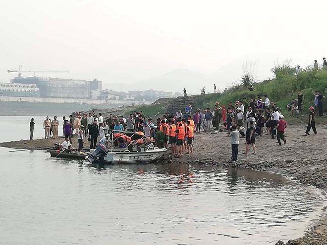 [NÓNG] 8 học sinh đuối nước tử vong khi tắm sông ở Hoà Bình - Ảnh 1.