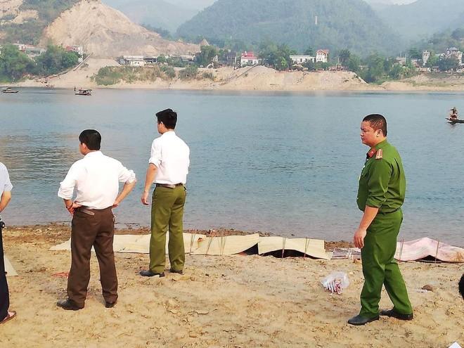 [NÓNG] 8 học sinh đuối nước tử vong khi tắm sông ở Hoà Bình - Ảnh 2.