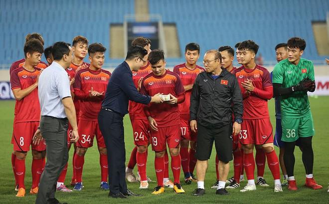 Đến xem U23 Việt Nam, Bầu Tam cao hứng thưởng nóng 500 triệu đồng