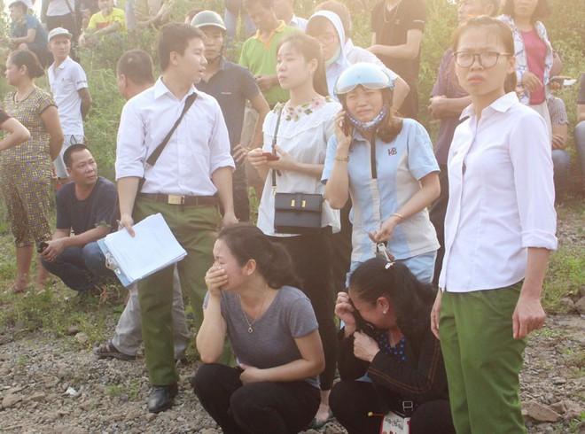 Hiện trường đau lòng vụ 8 học sinh tử vong ở Hòa Bình - Ảnh 2.