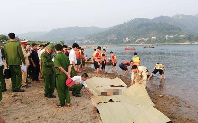 Hiện trường đau lòng vụ 8 học sinh tử vong ở Hòa Bình