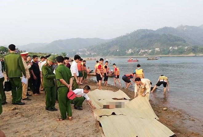 Hiện trường đau lòng vụ 8 học sinh tử vong ở Hòa Bình - Ảnh 13.