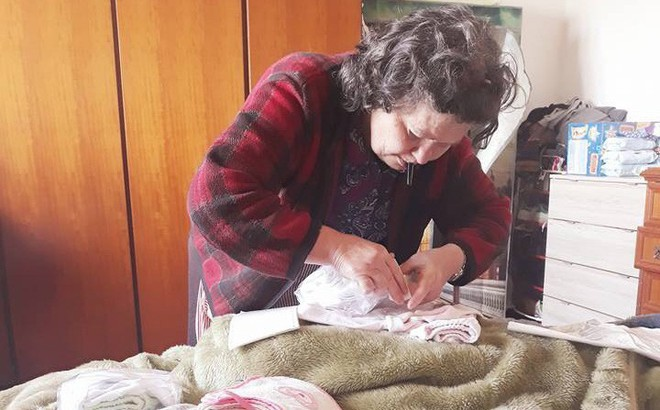Mẹ chồng người Ý dán 5 mảnh giấy lên túi đồ của con dâu Việt, nội dung khiến tất cả xúc động