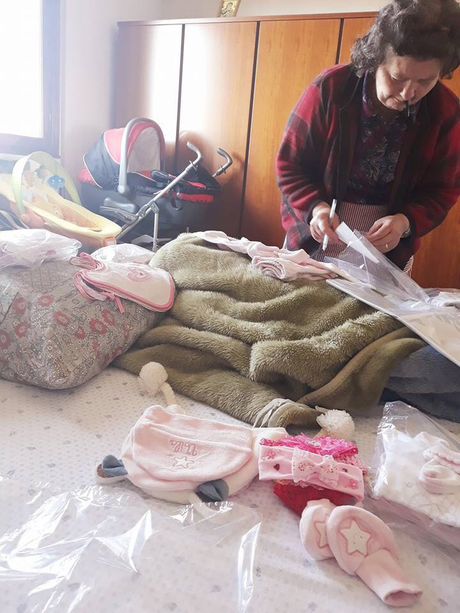 Mẹ chồng người Ý dán 5 mảnh giấy lên túi đồ của con dâu Việt, nội dung khiến tất cả xúc động - Ảnh 5.