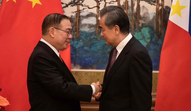 Thăm Bắc Kinh, quan chức Philippines mạnh miệng tuyên bố: Quyết không sập bẫy nợ của Trung Quốc! - Ảnh 3.
