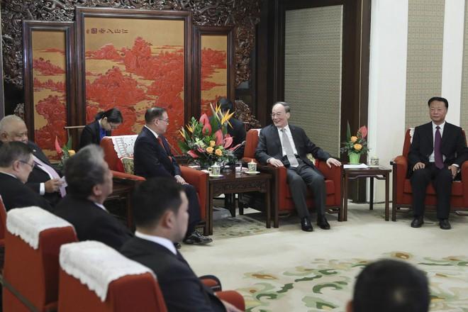 Thăm Bắc Kinh, quan chức Philippines mạnh miệng tuyên bố: Quyết không sập bẫy nợ của Trung Quốc! - Ảnh 1.