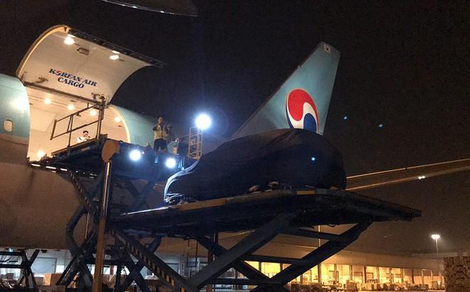 Lộ ảnh xe VinFast lên máy bay 5 sao, ra nước ngoài tham gia thử nghiệm quốc tế