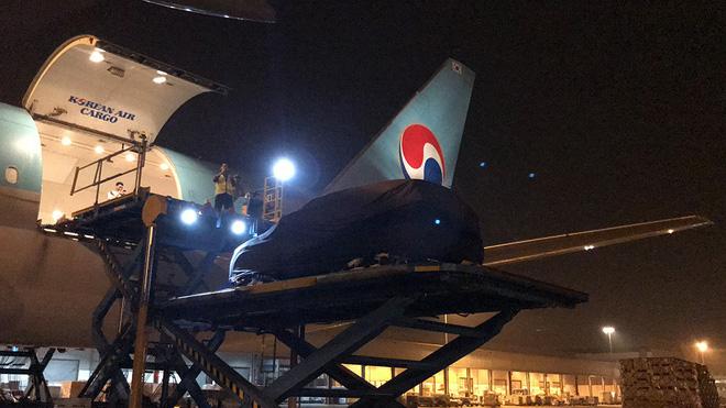 Lộ ảnh xe VinFast lên máy bay 5 sao, ra nước ngoài tham gia thử nghiệm quốc tế - Ảnh 7.