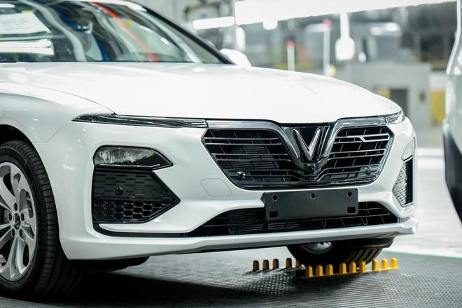 Chiếc sedan VinFast bất ngờ lộ diện, người dùng Việt thừa nhận: Xe quá đẹp! - Ảnh 2.