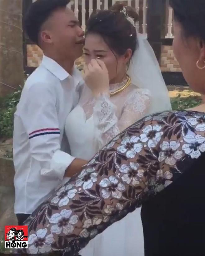Ngày tiễn chị lấy chồng, em trai khóc đỏ mắt, ôm mãi không chịu buông - Ảnh 3.