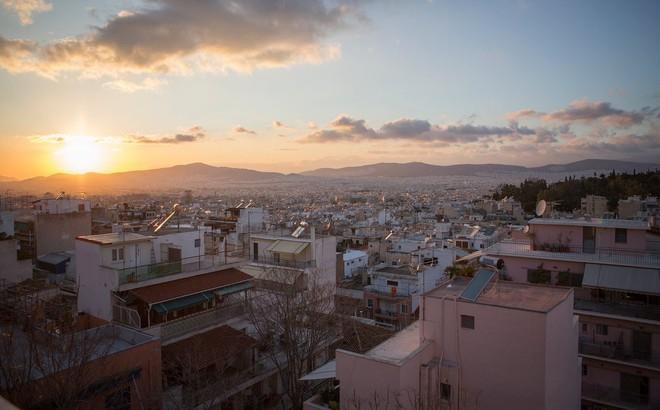 Người TQ thường bay đến Hy Lạp với vali chứa đầy tiền: Mối nguy với xứ sở các vị thần