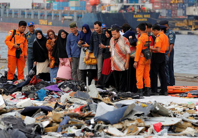 Máy bay Indonesia lao xuống biển: Người nhà nạn nhân đang bị Lion Air dùng mánh khóe đối phó? - Ảnh 3.
