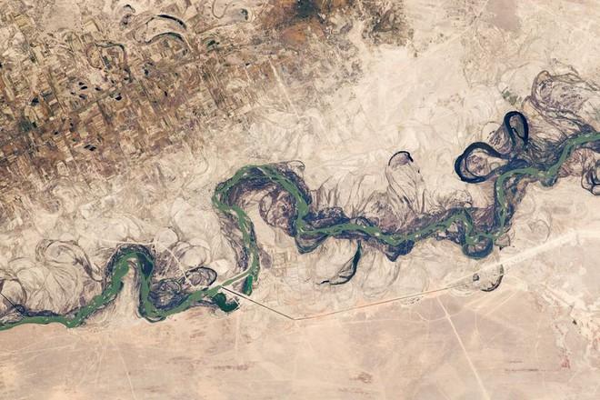 Con sông dài thứ 2 châu Á sắp bốc hơi khỏi Trái Đất: Điều đáng sợ gì đang xảy ra? - Ảnh 3.