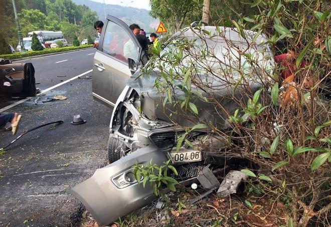 Hai ô tô tông trực diện trên cao tốc, 4 người thương vong - Ảnh 2.