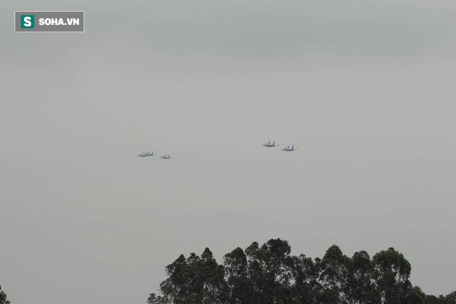 Độc nhất, chưa từng có: Cả 5 tiêm kích Su-30SM cất cánh cùng lúc từ sân bay Nội Bài - Ảnh 12.