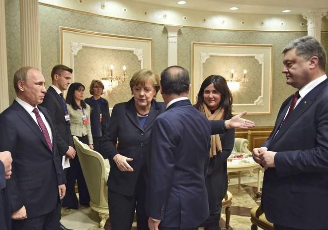 Kẹt giữa EU-NATO-Nga, Ukraine rơi cảnh oái oăm: Lựa chọn cái ít xấu nhất từ những cái xấu - Ảnh 1.