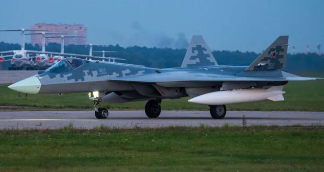 Su-57 vs F-35: Tiêm kích Nga hay Mỹ xứng đáng giữ ngôi Chiến đấu cơ tốt nhất thế giới? - Ảnh 1.
