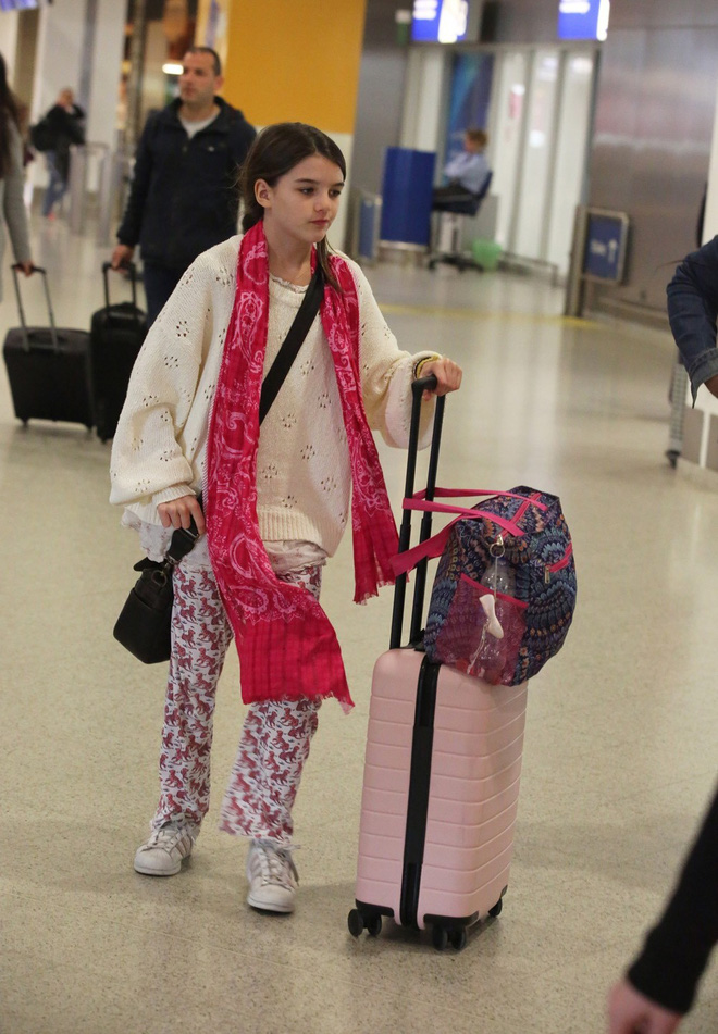 """Con gái Tom Cruise mặc xuề xoà nhưng gây sốt vì xinh ngỡ ngàng: Đẳng cấp nhan sắc """"công chúa Hollywood"""" - Ảnh 3."""