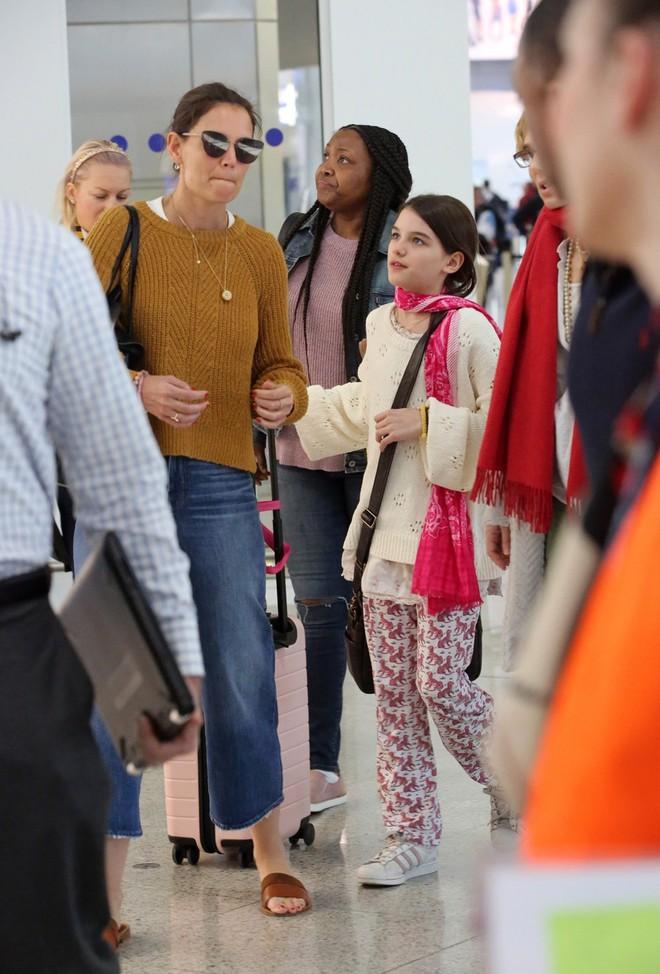"""Con gái Tom Cruise mặc xuề xoà nhưng gây sốt vì xinh ngỡ ngàng: Đẳng cấp nhan sắc """"công chúa Hollywood"""" - Ảnh 4."""