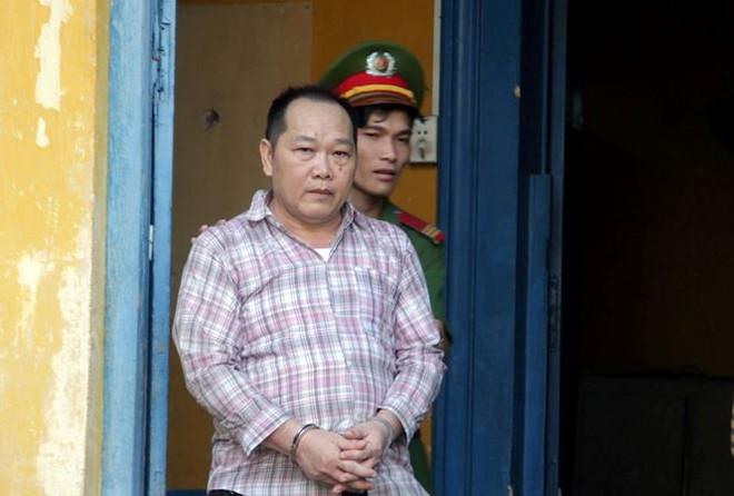 Cựu nhà báo trang bị súng, thu lợi bất chính tiền tỷ ở Sài Gòn lãnh 4 năm tù - Ảnh 1.