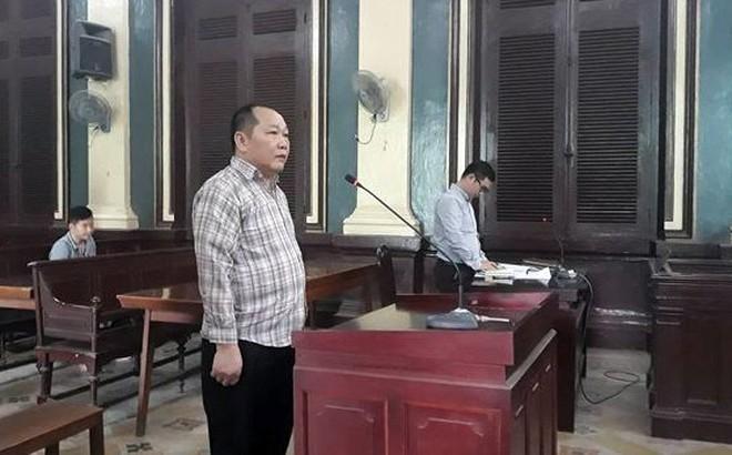 Cựu nhà báo trang bị súng, thu lợi bất chính tiền tỷ ở Sài Gòn lãnh 4 năm tù