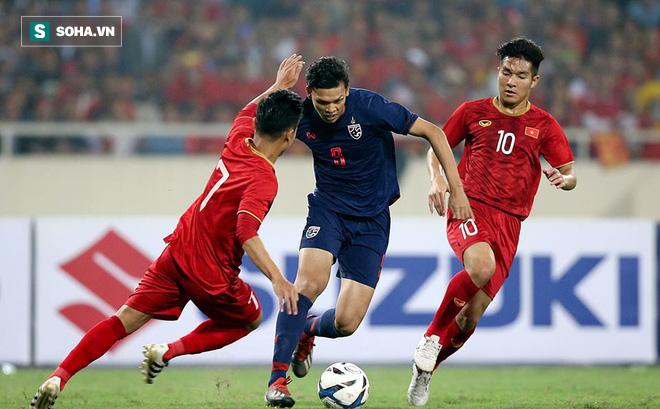 """Quá bế tắc, """"sát thủ"""" của U23 Thái Lan nhận thẻ đỏ vì đấm vào cổ Đình Trọng"""