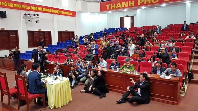 Quảng Ninh họp báo vụ chùa Ba Vàng: Đang thẩm định phát ngôn xúc phạm cô gái giao gà để xử lý theo luật - Ảnh 13.