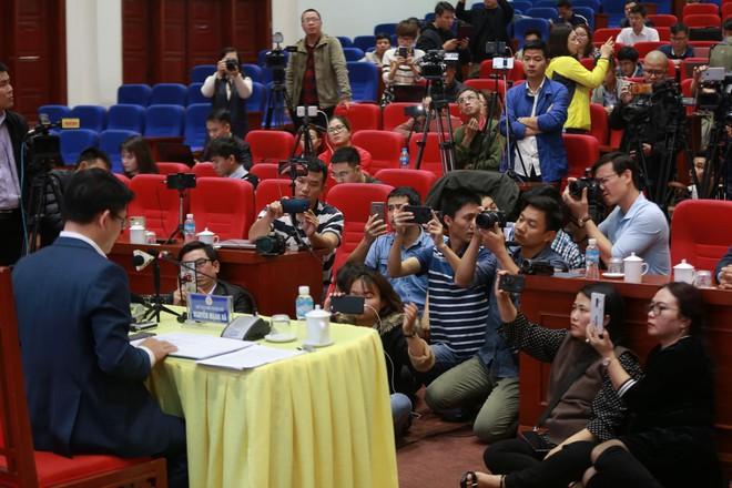 Quảng Ninh họp báo vụ chùa Ba Vàng: Đang thẩm định phát ngôn xúc phạm cô gái giao gà để xử lý theo luật - Ảnh 12.