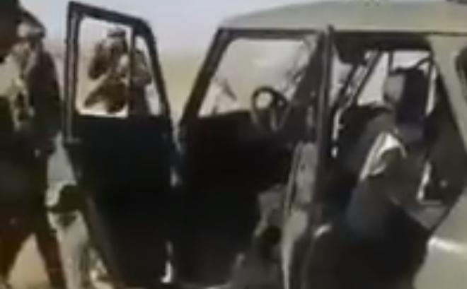 """Bị phục kích, 3 lính Nga thiệt mạng ở Syria, chiếc xe Uaz """"thần thánh"""" lỗ chỗ vết đạn"""