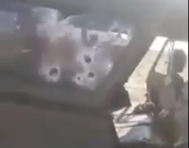 Bị phục kích, 3 lính Nga thiệt mạng ở Syria, chiếc xe Uaz thần thánh lỗ chỗ vết đạn - Ảnh 1.