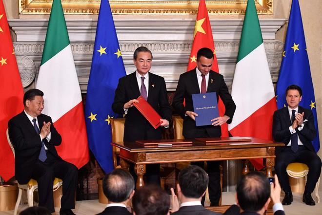 Chủ tịch Trung Quốc Tập Cận Bình bị Tổng thống Italy chỉnh công khai giữa thành Rome - Ảnh 1.
