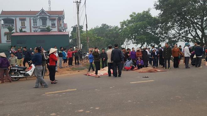 Hiện trường vụ xe khách đâm 4 người tử vong ở Vĩnh Phúc - Ảnh 3.