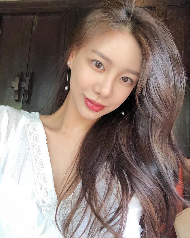 Ra tù sau vụ ngoại tình với Lee Byung Hun, cựu idol nhà Big Hit đổi đời và kiếm 4,1 tỉ mỗi tháng nhờ công việc này - Ảnh 3.