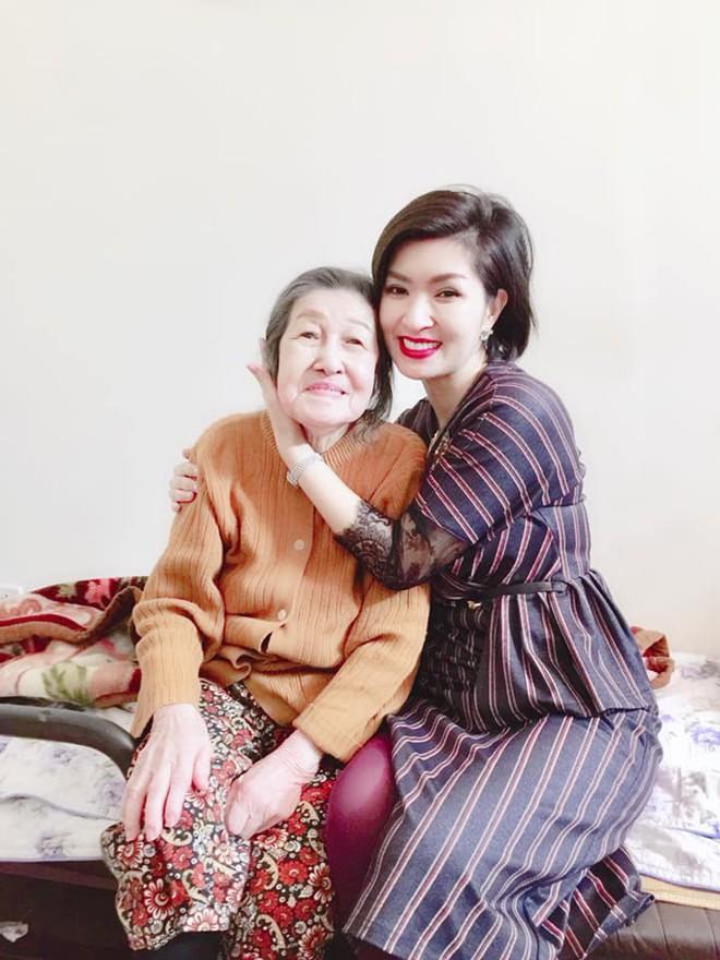 Nhan sắc rạng rỡ của nữ ca sĩ vừa trở về Việt Nam sau 15 năm biệt xứ vì scandal ảnh nóng - Ảnh 3.