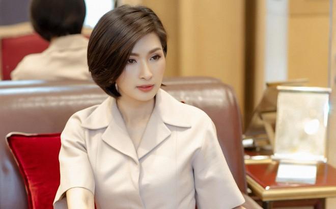 """Sau 15 năm, Hồng Nhung trực diện nói về scandal ảnh nóng và """"vết nhơ không thể gột rửa"""""""