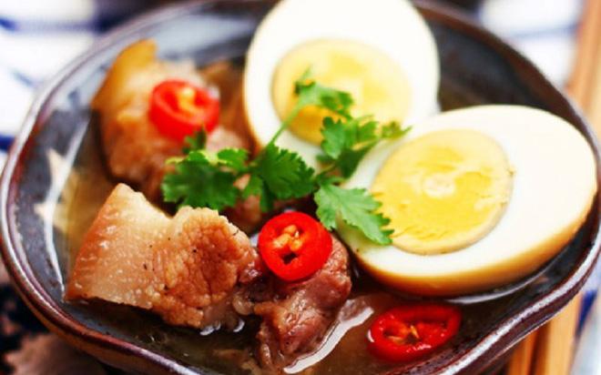 Thịt kho tàu món ăn dinh dưỡng: Khi ăn cần lưu ý 3 điều sau để không rước bệnh vào người - Ảnh 1.